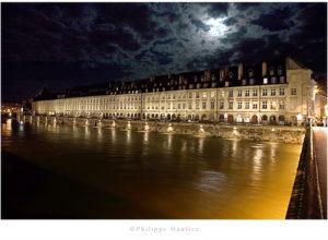Quai Vauban à Besançon, maisons monumental à arcades construit de 1692 à 1695